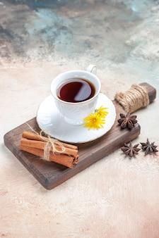 Tazza di tè su grigio