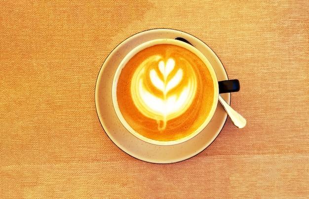 茶色の生地にカプチーノのカップ