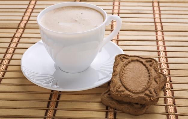 카푸치노와 쿠키 컵