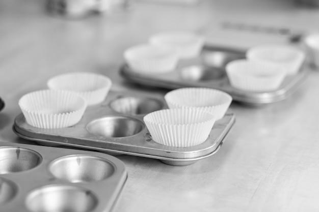 カップケーキのグラタン皿。プロの調理ツール