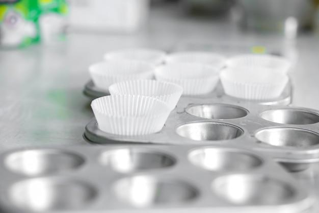 カップケーキのグラタン皿。プロの調理器具