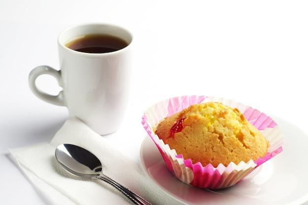 ナツメと一杯のコーヒーのカップケーキ