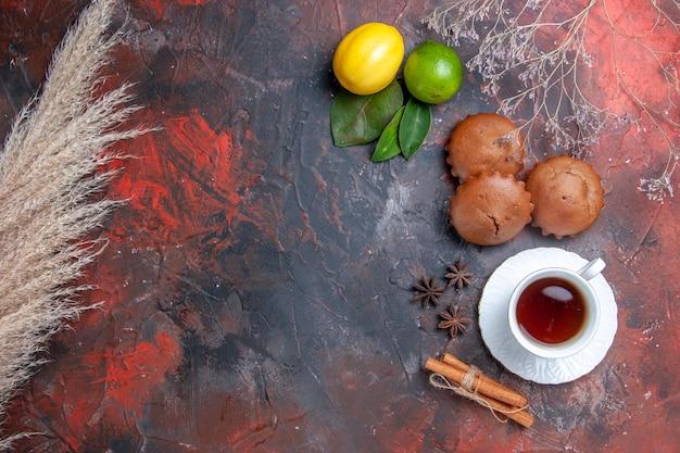 カップケーキカップケーキ小麦の耳柑橘系の果物お茶のカップ