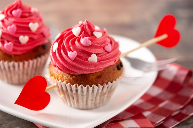 Cupcakes decorated with sugar hearts. valentine concept