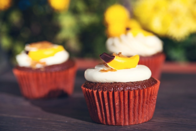 Cupcakes with cream and candy. delicious easter cupcakes on table. tasty chocolate cupcakes. holiday easter card.