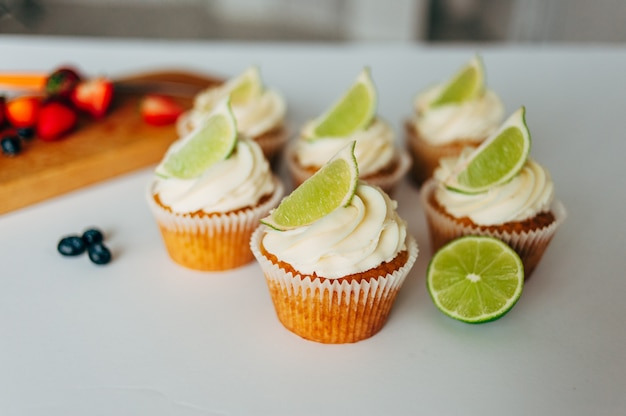 Cupcakes with cream and lime