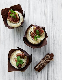 Cupcakes with figs
