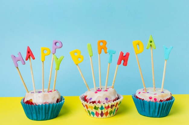 Cupcakes with happy birthday lettering