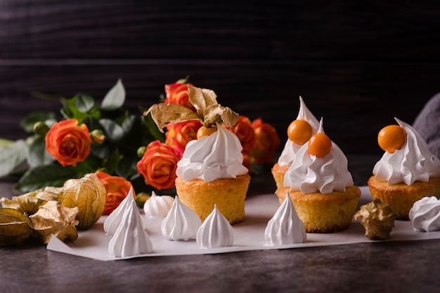 Cupcakes with icing and rose