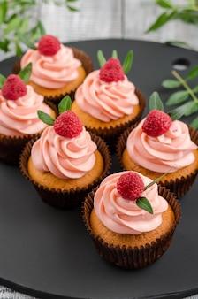 Cupcakes with raspberry cream.