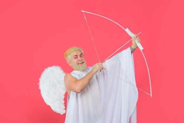 Амур ангел с луком и стрелами амур в день святого валентина бородатый ангел с луком и стрелами валентинки