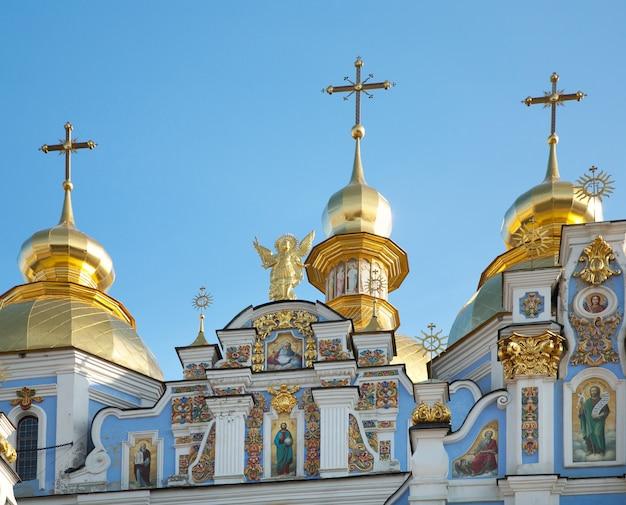 「mykhailiv'skyjsobor」(キリスト教正教会)のキューポラ(上部)。キエフ-ウクライナの市内中心部。
