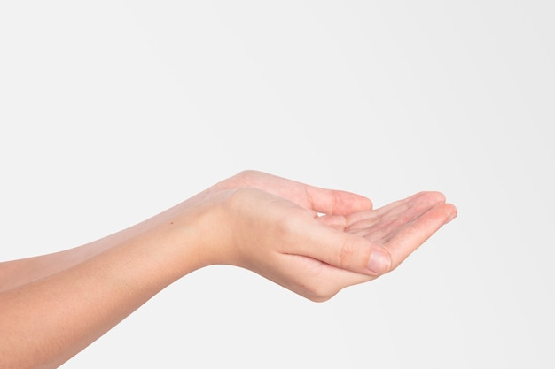Condivisione e cura dei gesti delle mani a coppa