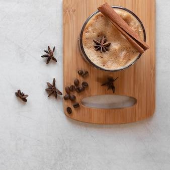 Tazze di caffè sul tavolo
