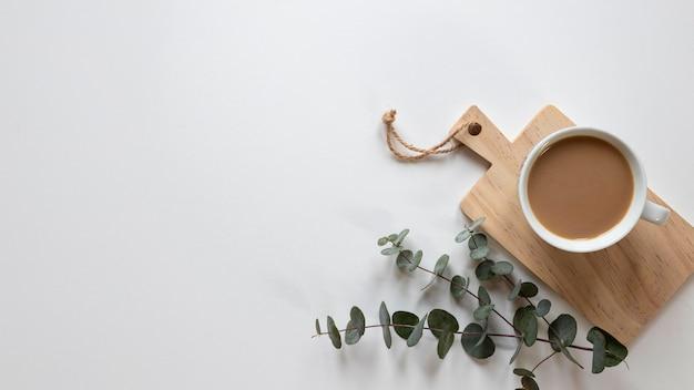 테이블에 커피 컵