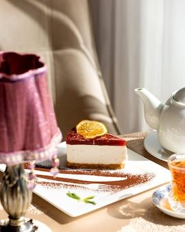 Творожный пирог с ягодной глазурью