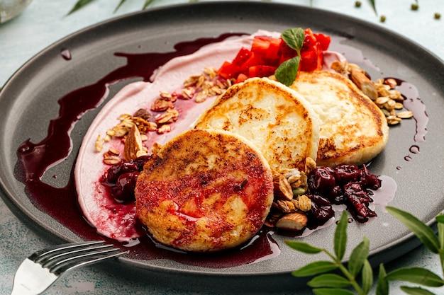 リッコタムースと新鮮なベリーの豆腐チーズケーキ