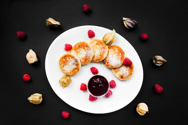Curd dish with raisins - cottage cheese pancakes