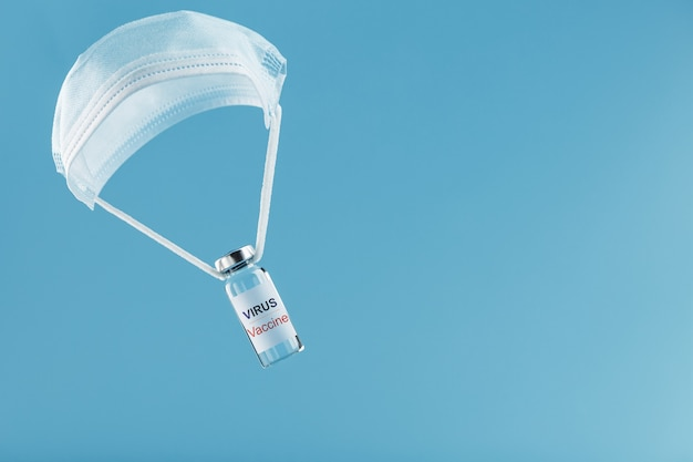 파란색 배경에 의료 오일 paroshut에서 바이러스 및 질병에 대한 치료.