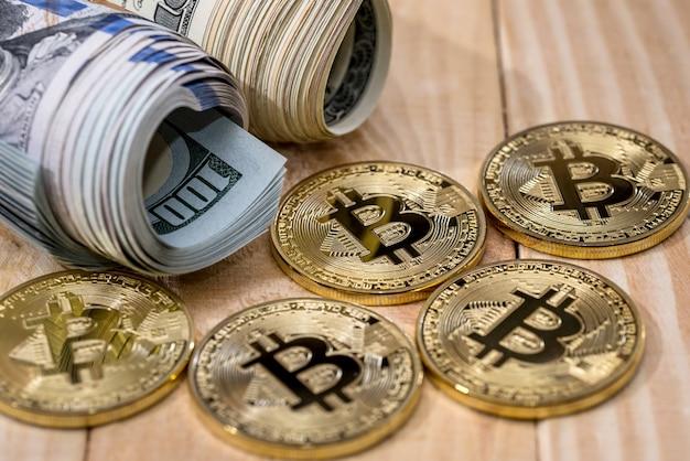 通貨-机の上のドル対ビットコイン
