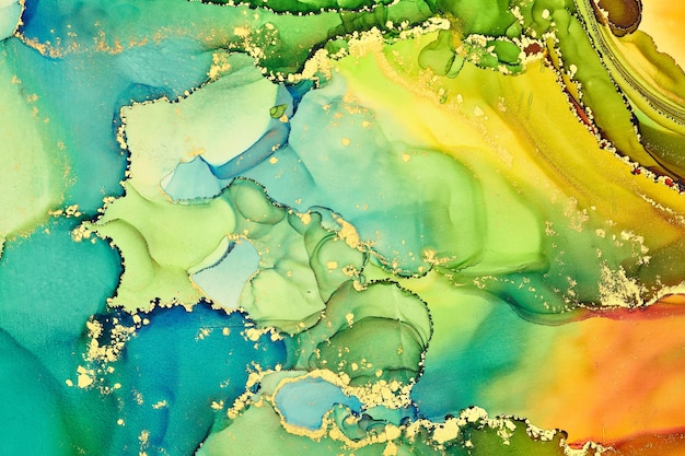 半透明の色合い、蛇行する金属の渦巻き、泡立つ色のスプレーの流れが、これらの自由に流れるテクスチャの風景を形作ります。アルコールインク技法による自然で豪華な抽象的な流体アートの絵画