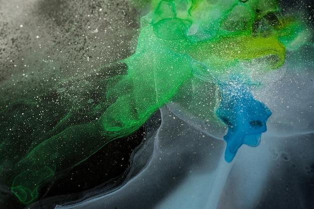 반투명 색조의 흐름 금속 소용돌이 모양의 거품 같은 스프레이 공간 모양