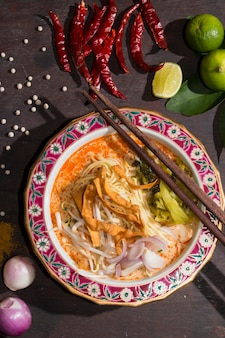 Curried noodle soup (khao soi)