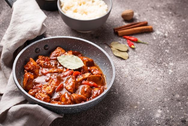 Курица карри тикка масала с рисом