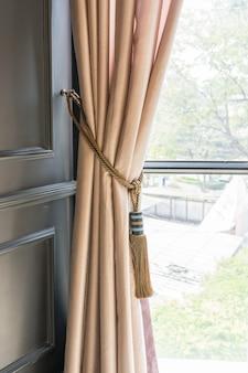 Шторы с кисточкой для интерьера роскошного дома, часть из красиво драпированной шторы
