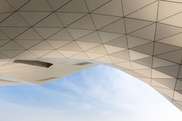 Curving roof building