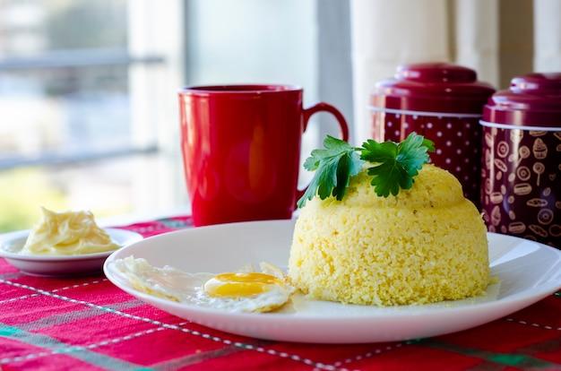 典型的なブラジル北東料理、cuscuz