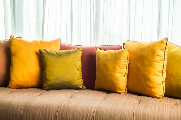 Подушечки на диване