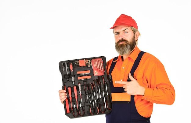 사용자 정의 목공 도구 세트 스크루 드라이버 세트 남자는 도구 상자 흰색 배경을 운반