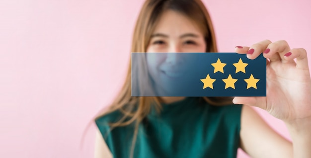 Customer experiences concept. happy woman smiling and show excellent rating with five star