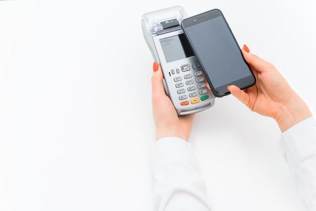 Клиент платит с помощью технологии nfc