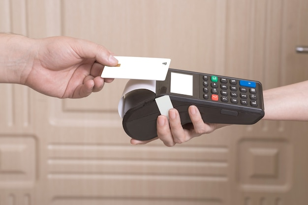 The customer pays the courier for home delivery contactless with a credit card via smartphone
