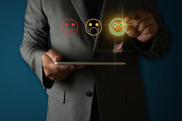 Оценка обслуживания клиентов рейтинг сервиса бизнесмен рейтинг сервиса смайлик на виртуальном сенсорном экране рейтинг звезды