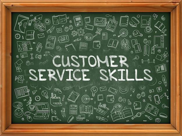 고객 서비스 기술-주위에 낙서 아이콘이있는 녹색 칠판에 그려진 손.
