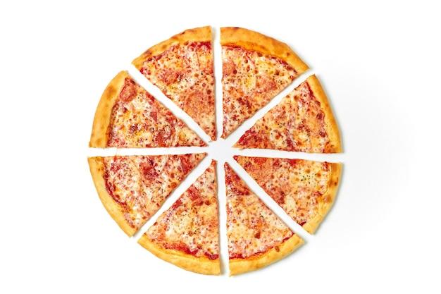 Разрезать пиццу на кусочки