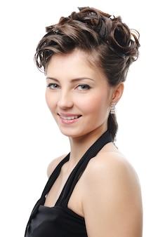 美しさの巻き毛の髪型を持つかわいい大人の女の子-白で隔離