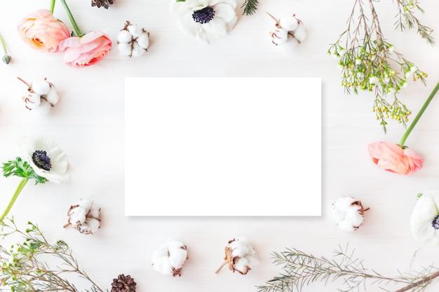 귀엽고 세련된 브랜딩 모형 사진 위트 꽃.