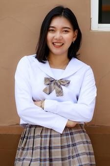일본, 한국 스타일의 여학생 교복을 입은 귀엽고 어린 소녀