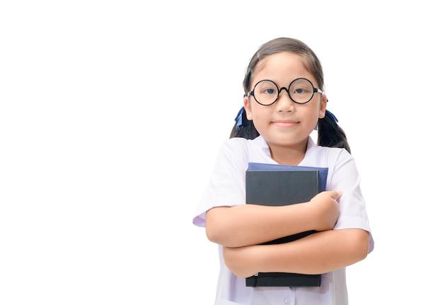 Симпатичные азии студента проведения книги изоляции