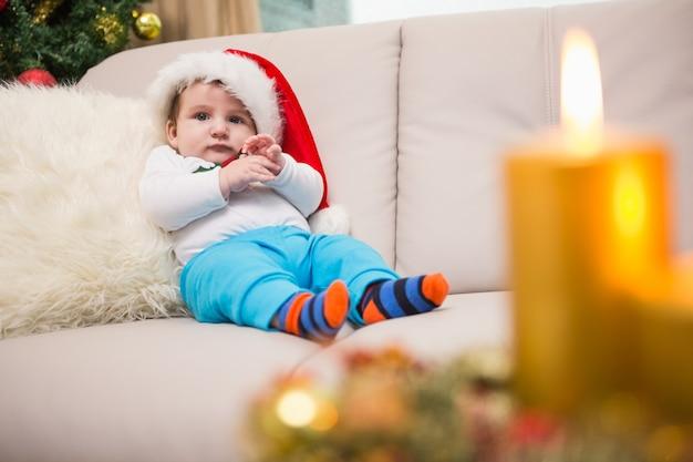 かわいい赤ちゃんの男の子、ソファー、クリ