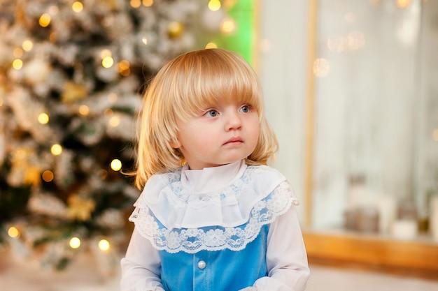 크리스마스 의상에서 귀여운 아기