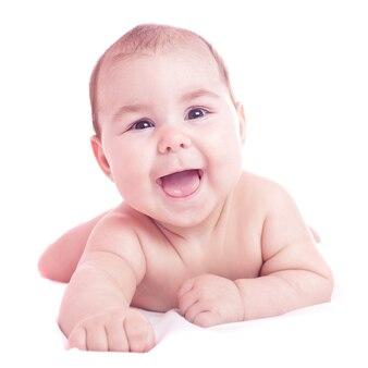 横たわって白で隔離かわいい赤ちゃん