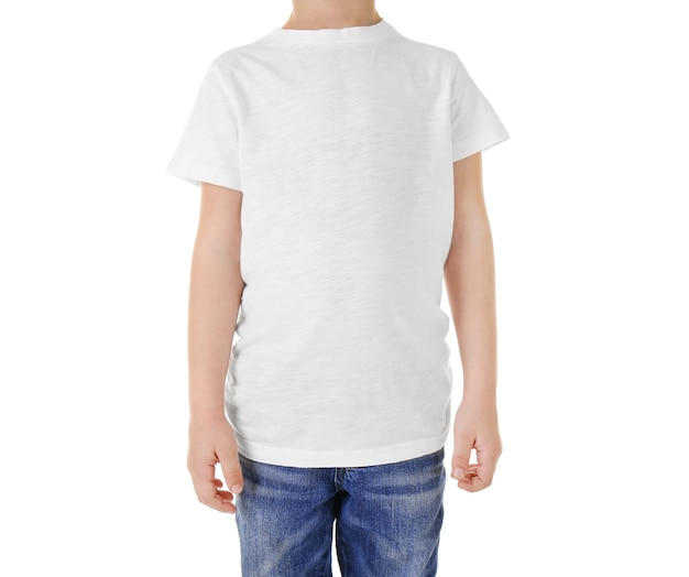 흰색 절연 공백 t- 셔츠에 귀여운 소년
