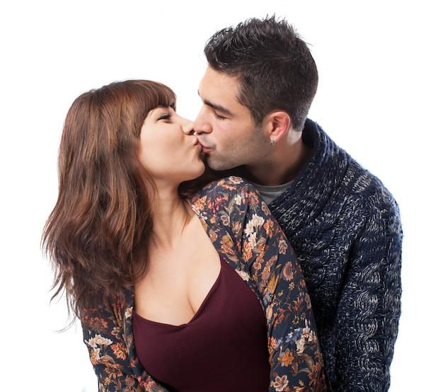 귀여운 커플 키스