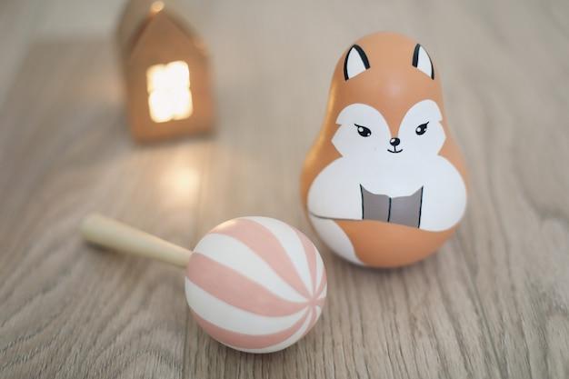 Симпатичные экологичные деревянные игрушки для новорожденного