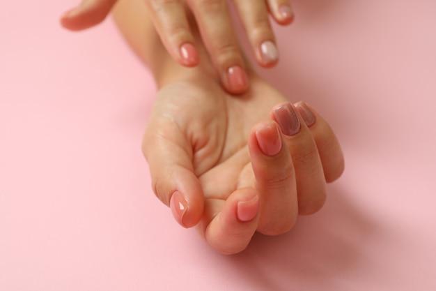 かわいい女性の手